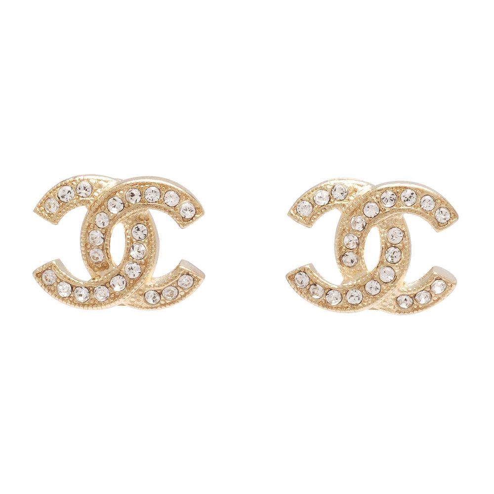 CHANEL 香奈兒經典雙C LOGO 水鑽鑲嵌滾邊壓紋穿式耳環(金)88429-OR