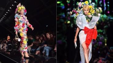 Moschino 再出奇招!將 Kaia Gerber、Gigi Hadid 打造成時尚玩味的「人型花束」