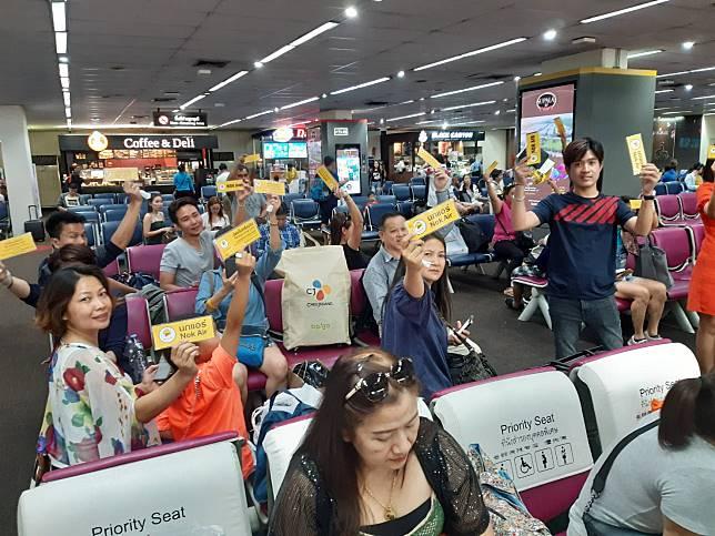 ผู้โดยสารนกแอร์เดินทางจากสนามบินดอนเมือง ไปยังท่าอากาศยานอุดรธานี โวย ขังหมู่เต็มลำ แอร์ร้อนกว่าชั่วโมง ซ่อมเครื่องต่อหน้าต่อตาผู้โดยสาร