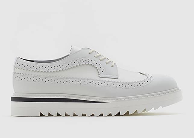 Brogue白色皮革雕花鞋(互聯網)