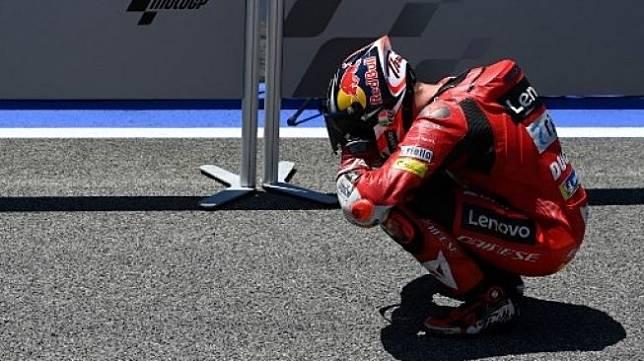 Rider Ducati Lenovo Team Jack Miller melakukan selebrasi setelah menjuarai MotoGP Spanyol di sirkuit Jerez. PIERRE-PHILIPPE MARCOU / AFP