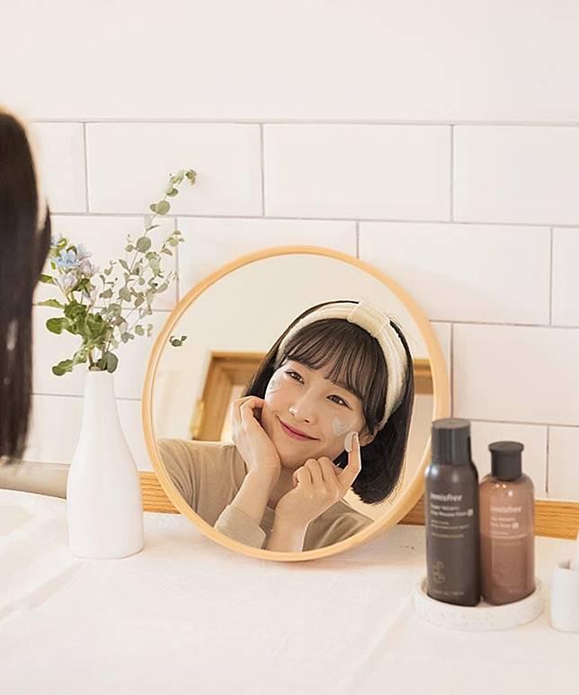 6 Skincare Innisfree untuk Mengecilkan Pori-pori Wajah yang Menganga Lebar