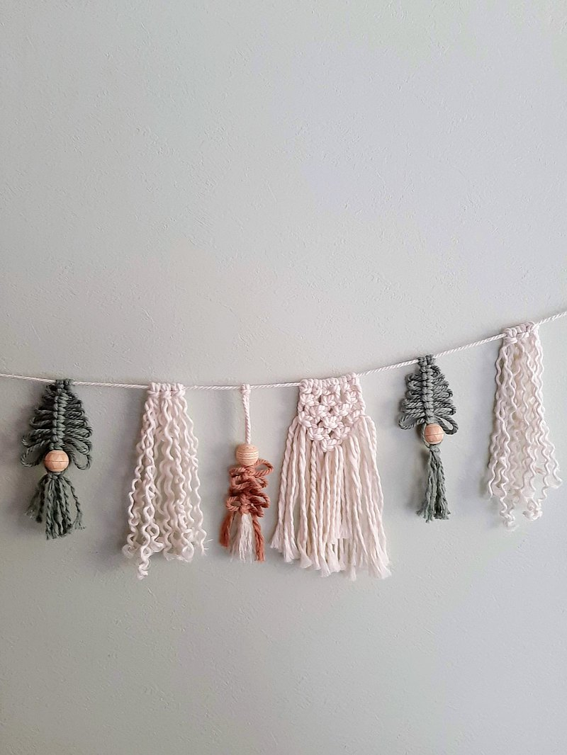 聖誕麥克拉米奇樂園 用柔和的花環很好地裝飾牆壁