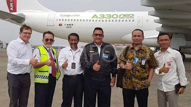 Direksi Lion Air Group saat menyambut pesawat Airbus A330-900 NEO. Maskapai penerbangan ini berencana membeli pesawat berbadan besar untuk memperkuat rute ke Eropa. TEMPO/JONIANSYAH HARDJONO