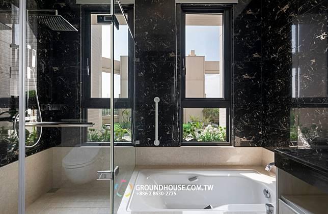 浴室窗外的風景
