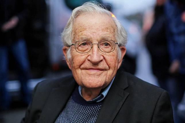 In this file photo taken on September 20, 2018 US linguist and political activist Noam Chomsky is pictured during a press conference after visiting former President Luiz Inacio Lula da Silva, arrested for corruption in the Federal Police Superintendence in Curitiba, Brazil. The United States is on a chaotic path with no federal plan against the coronavirus pandemic as it reduces public health funding and ignores the advances of climate change, according to activist scholar Noam Chomsky, considered the founder of modern linguistics.