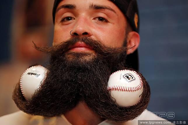 我的鬍子造型好看嗎?