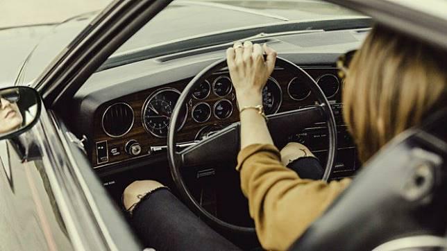 Ilustrasi pengemudi perempuan