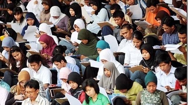 Candidates take the civil servant admission test.