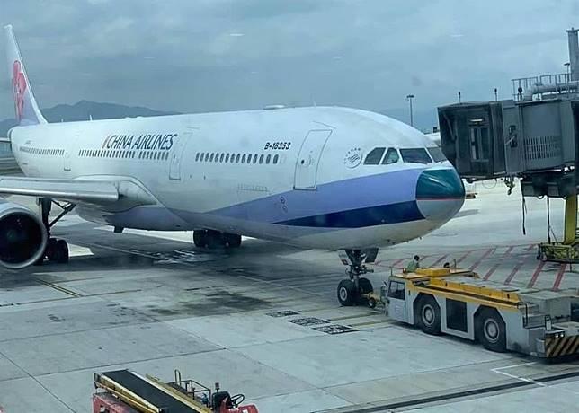 華航客機換上國泰機鼻,感覺突兀。(互聯網)