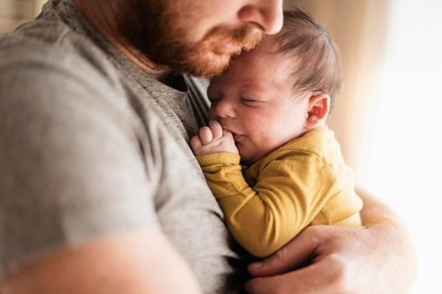 Pria Juga Bisa Kena Baby Blues, Ini Tanda dan Solusinya
