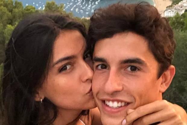 Marquez Cengar-cengir Dicium Kekasihnya