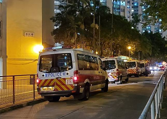 多輛警車到場。(互聯網)