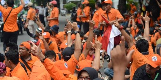 Demo karyawan POS Indonesia. ©2019 Merdeka.com/Imam Buhori