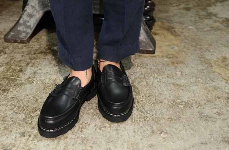 以經典單品打造休閒日常,紳士鞋的4款休閒上衣選擇