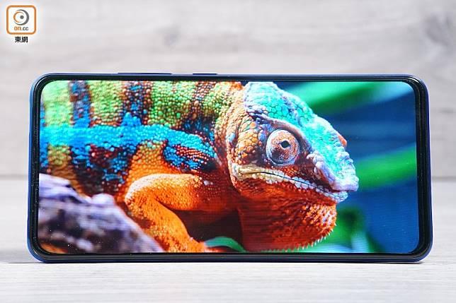 內置6.39吋Super AMOLED顯示屏,擁有91.64%超高屏佔比,睇片無遮無擋。(莫文俊攝)