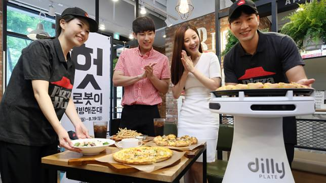 Pizza Hut ในเกาหลีใต้ ทดลองใช้หุ่นยนต์เสิร์ฟพิซซ่า โดยเสิร์ฟต่อครั้งได้มากที่สุดถึง 22 กก.