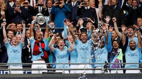 Vincent Kompany Resmi Tinggalkan Manchester City