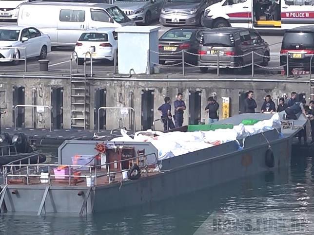 據了解巡邏艇當時進行反走私巡邏,撞倒一艘懷疑走私凍肉的船隻。(葉燿坤攝)