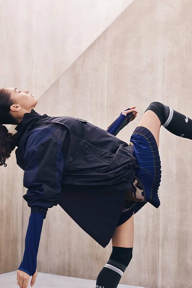 為經典Tiempo短褲加入優雅百褶沿邊,女性化及層次感立刻提升。(互聯網)