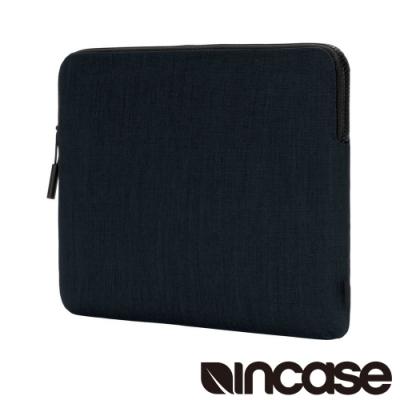 耐磨防潑水Woolenex材質 最大可容納13吋筆電 3mm絨毛內襯提供全方位保護 簡約輕薄流線型結構設計 高質感耐用Logo拉鍊