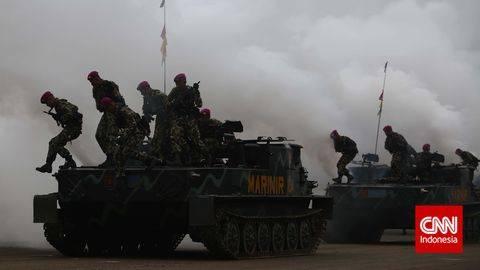 Ilustrasi. Tank TNI di titik penyekatan mudik disebut hanya melakukan latihan. (Foto: Adhi Wicaksono)