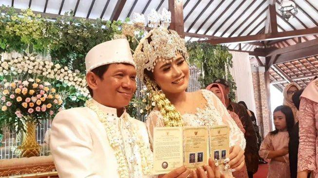 Menikah Dengan Perempuan 23 Tahun Ini Mas Kawin Ginanjar 4 Sekawan Suara Com Line Today