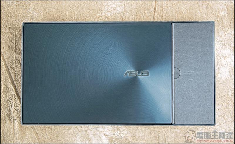 ASUS ZenBook Duo UX481 開箱 - 04