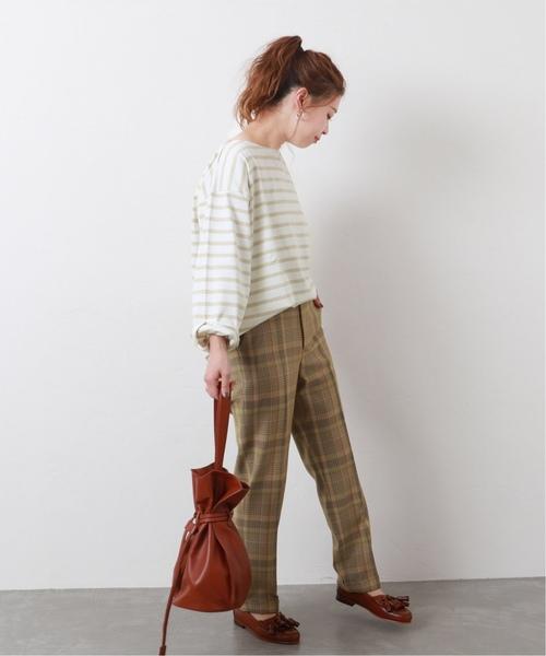 自然風橫條紋上衣搭配格紋長褲