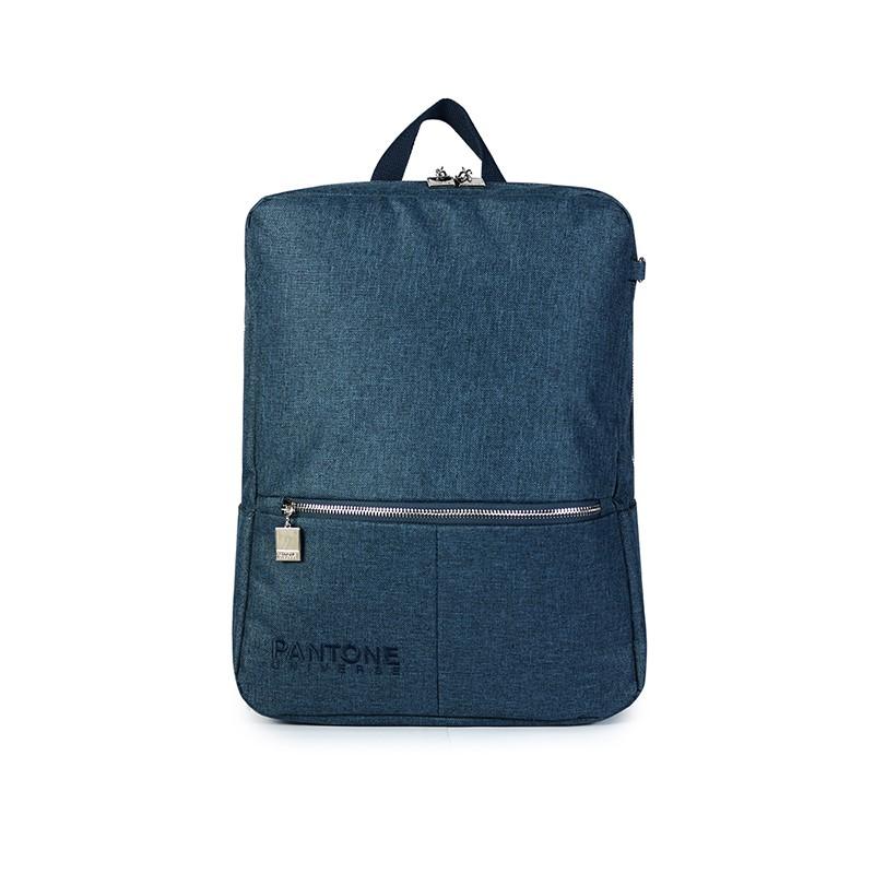 可放筆電的後背包,簡約的包型搭配PANTONE UNIVERSE刺繡LOGO,呈現出俐落的質感。訂製的色票造型拉鍊,展現細節的設計亮點。置放筆電的隔層附有魔鬼氈固定設計,水壺袋的巧思功能設計,適合通勤、通學的最佳包款。#通勤 #通學 #休閒 #簡約 #低調#PANTONE#PG美人網#後背包