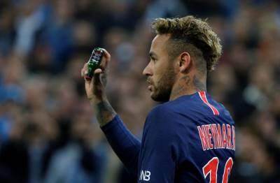 Neymar được 15.000 khán giả vỗ tay khen ngợi sau khi giải cứu kẻ đột nhập