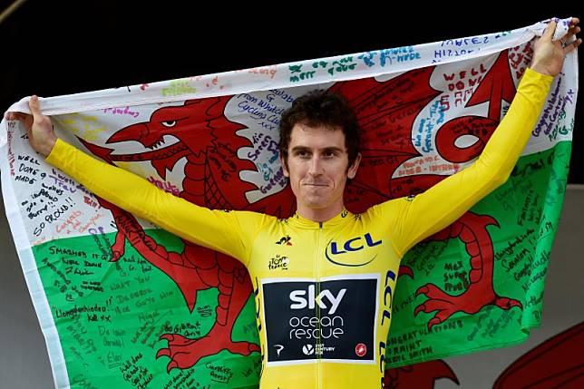 Juara Tour de France ambruk di balapan Swiss
