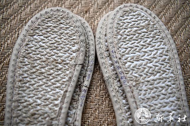 'รองเท้าใยกัญชง' จุดเริ่มต้นความรัก สร้างธุรกิจงอกงามให้คู่รักชาวจีน
