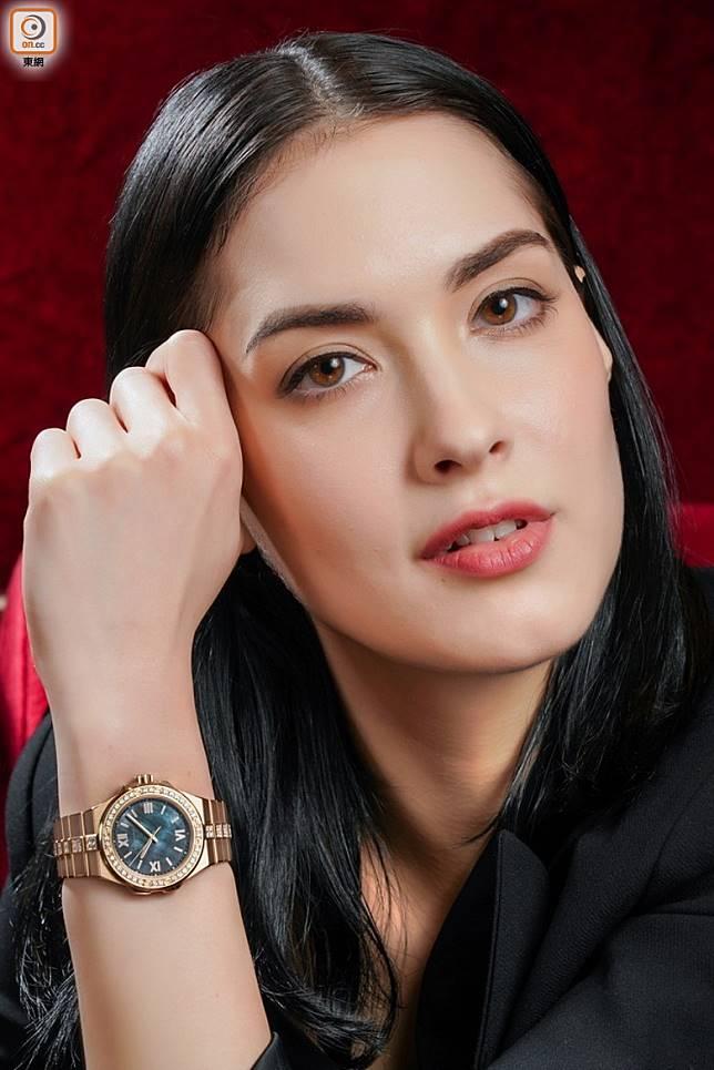 Chopard Alpine Eagle 36mm 18K玫瑰金款式,大溪地錫爾斯灰色珍珠貝母錶盤、鑽石錶圈及鑲鑽錶鏈 (張群生攝)