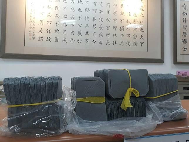 中部一名企業家在可怕車禍中逃過一劫,他生產並送出上百萬片不織布口罩內襯回報。記者游振昇/攝影