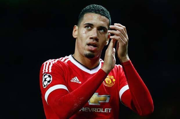លទ្ធផលរូបភាពសម្រាប់ Manchester United Konfirmasi Kepergian Chris Smalling ke AS Roma