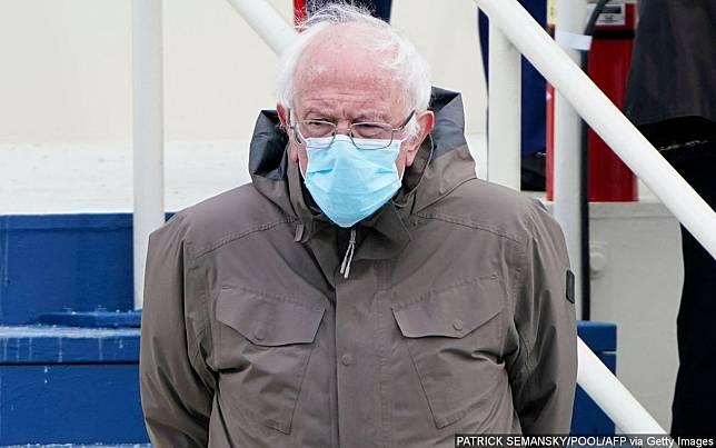 Bernie Sanders Akhirnya Buka Suara Usai Foto Duduknya Di Inagurasi Joe Biden Jadi Meme Viral Wowkeren Media Line Today