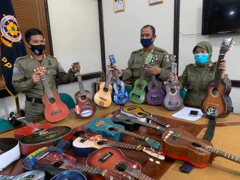 Video Patahkan Gitar Dikecam Netizen, Ini Penjelasan Satpol PP Pontianak (1)