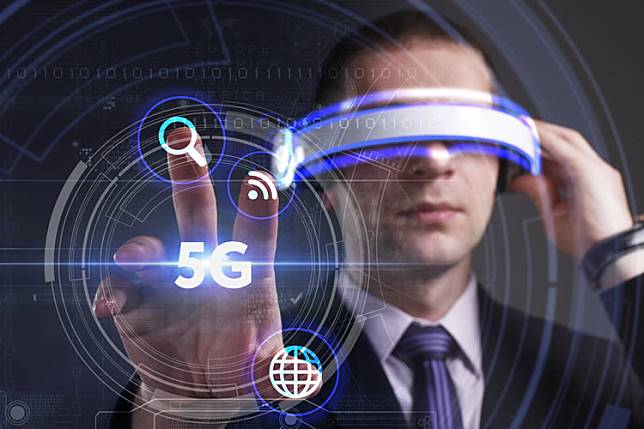 virtual-reality-5g- gadget plus