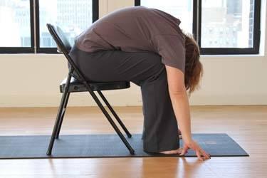 留意腹部要盡量貼近大腿。