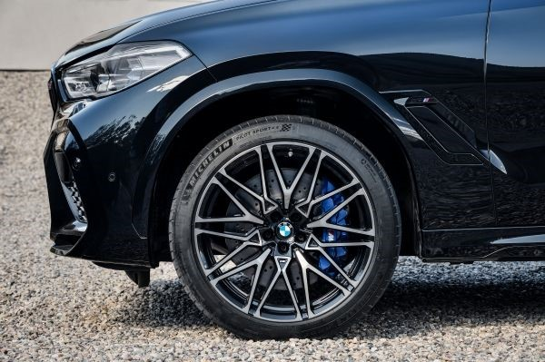 P90367378_lowRes_the-new-bmw-x6-m-and.jpg