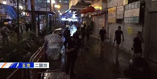 示威者其他逃去。NOW截圖