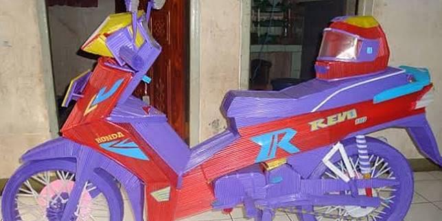 Replika motor dari sedotan (Facebook.com/ Egi Irawan)