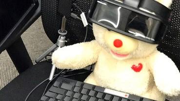 天氣炎熱,熊熊VR代上班