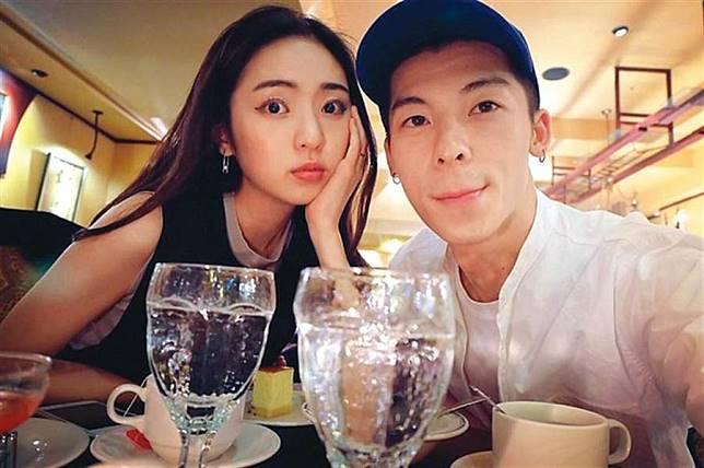 簡婕與許光漢過去在2017年分手,但女方卻一直沒有刪掉兩人情侶合照。(圖/翻攝自簡婕IG)