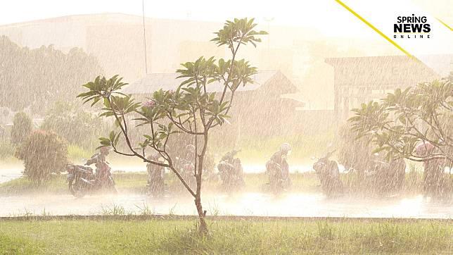 อุตุฯ เผยมรสุมตะวันตกเฉียงใต้มีกำลังแรงขึ้น ทำให้ไทยมีฝนตกต่อเนื่อง
