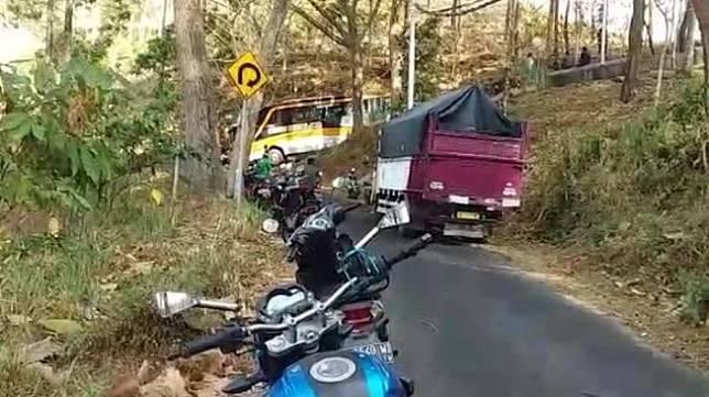 Bus tersesat di Wonogiri. (Facebook/Setiyono Nano)