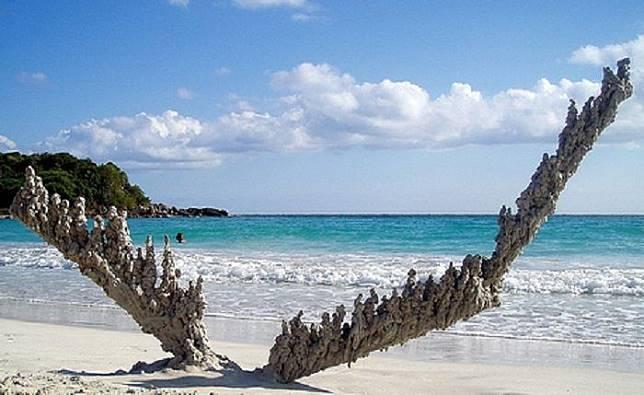 Pasir yang Tersambar Petir Berubah Menjadi Fulgurit, Apa Sebabnya