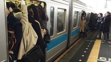 日本電車擁擠率高達XXX%?!