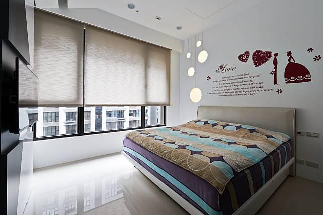 臥室設計實例一:精緻壁貼